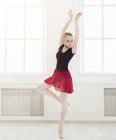 Beautiful ballerina dance on pointe